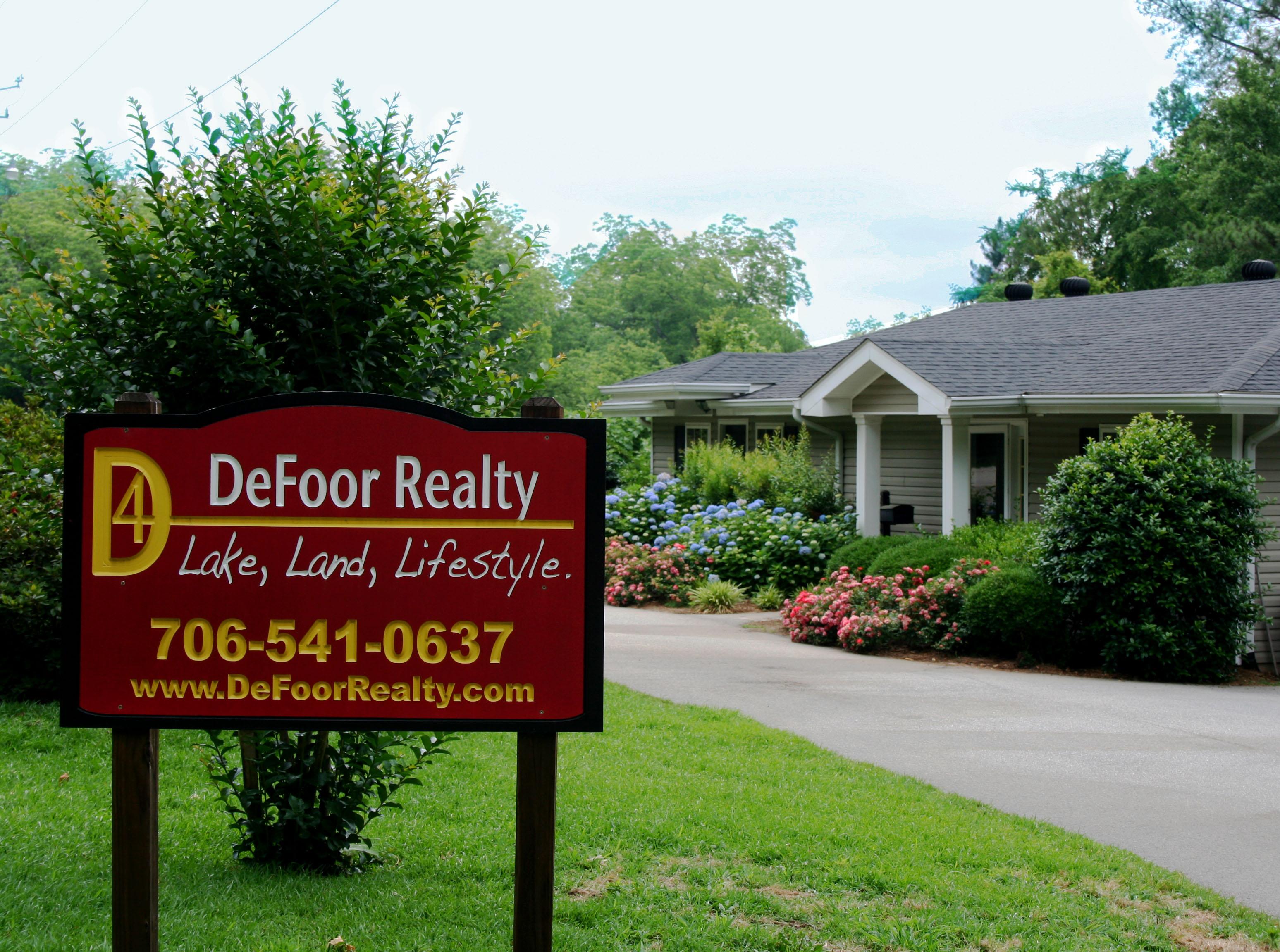 DeFoor_Realty_Office_front-1